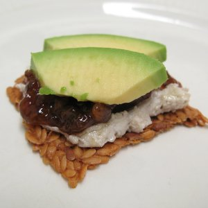 Flax cracker with cheese, jam and avocado (small)