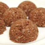 Raw chocolate coconut macaroons recipe