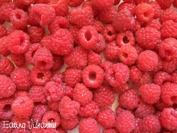 Banana raspberry smoothie - raspberries