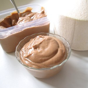 Raw vegan chocolate coconut pudding