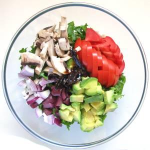 Hearty Green Salad with Avocado and Mushroom